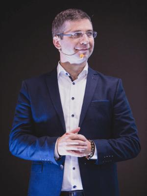dr Aleksander Šinigoj